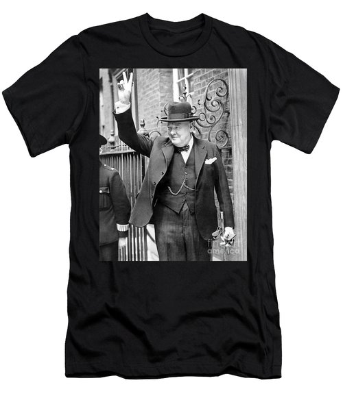 Winston Churchill Showing The V Sign Men's T-Shirt (Athletic Fit)