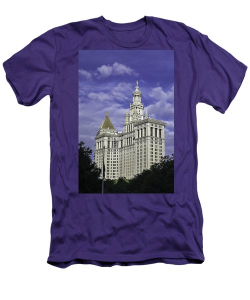 New York Municipal Building Men's T-Shirt (Athletic Fit)