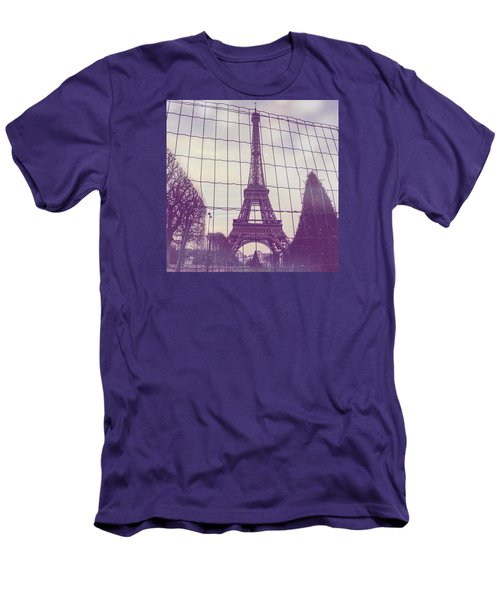 Eiffel Tower Through Fence Men's T-Shirt (Slim Fit)