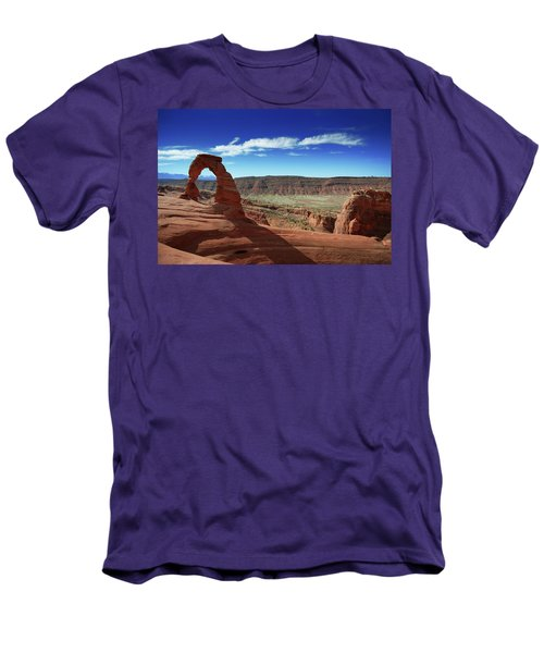 The Delicate Arch Men's T-Shirt (Slim Fit)