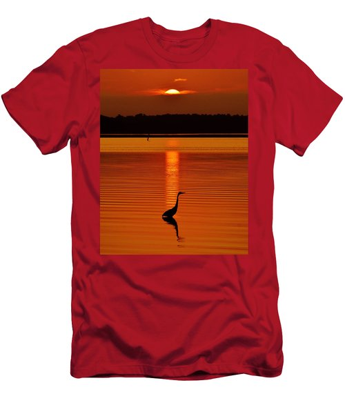 Bayside Ripples - A Heron Takes An Evening Stroll As The Sun Sets Behind The Clouds On The Bay Men's T-Shirt (Athletic Fit)