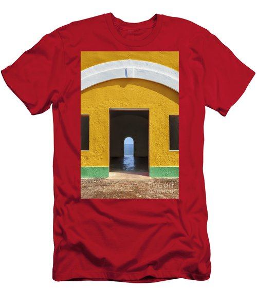 Fort Castillo San Felipe Del Morro Men's T-Shirt (Athletic Fit)