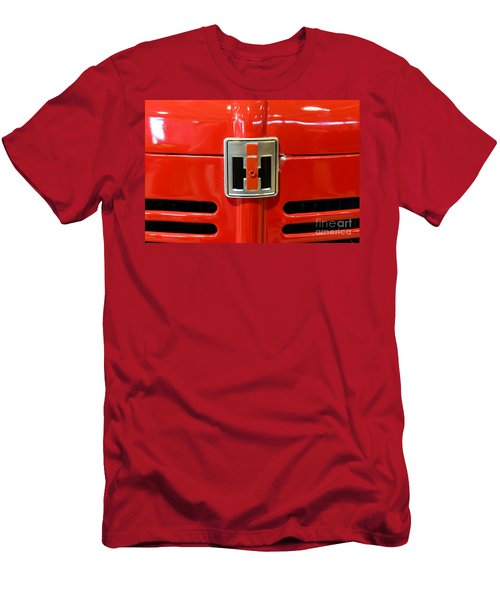 Vintage International Harvester Tractor Badge Men's T-Shirt (Athletic Fit)