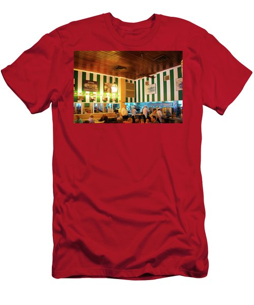 Cafe Du Monde In French Quarter, New Orleans Men's T-Shirt (Athletic Fit)
