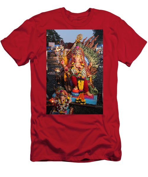 Ganesha Arati On Ganesh Chaturthi, Ganeshpuri Men's T-Shirt (Athletic Fit)