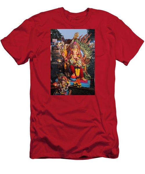 Ganesha Arati On Ganesh Chaturthi, Ganeshpuri Men's T-Shirt (Athletic Fit)