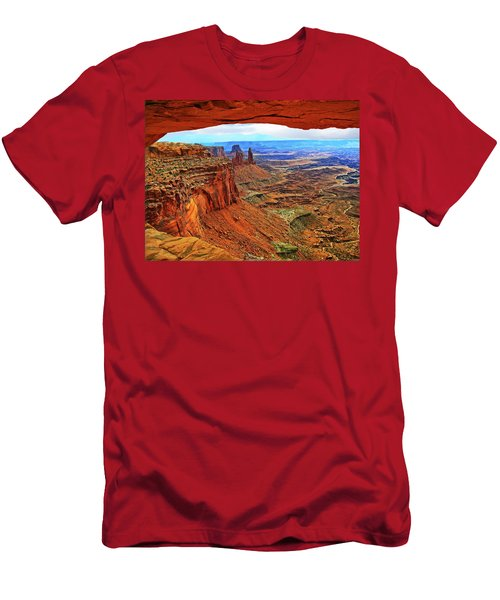 Overlooking Canyonlands National Park    Moab Utah Men's T-Shirt (Athletic Fit)