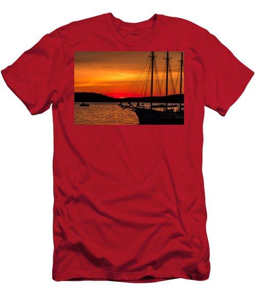 Red Maine Sunrise Men's T-Shirt (Athletic Fit)