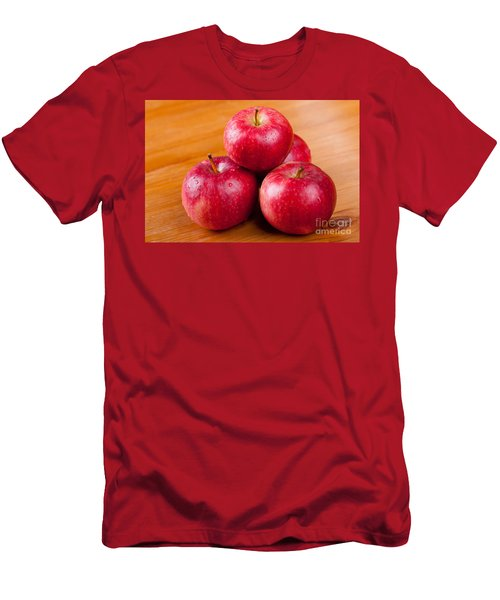 Ripe Red Apples Dewed In Pile  Men's T-Shirt (Athletic Fit)