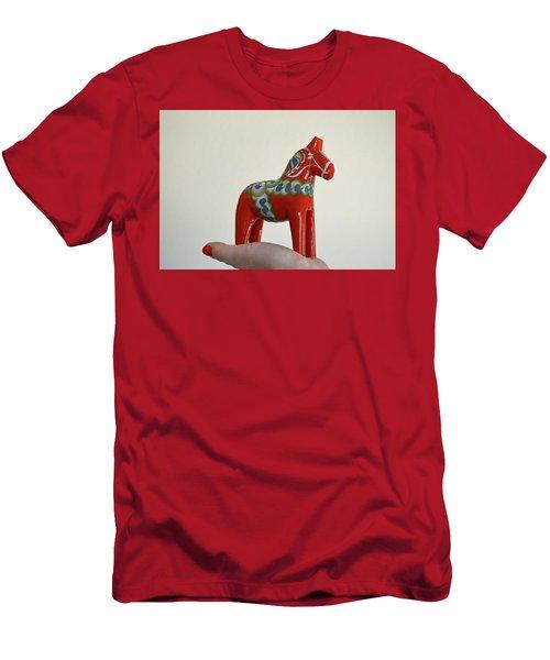 Dala Horse Men's T-Shirt (Athletic Fit)