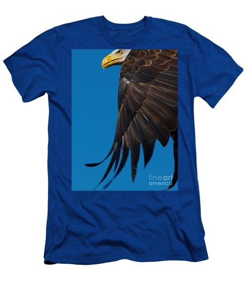 Close-up Of An American Bald Eagle In Flight Men's T-Shirt (Athletic Fit)