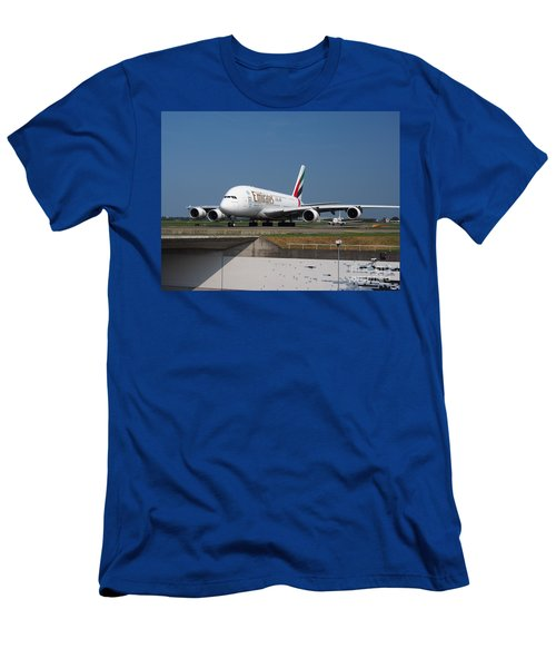 Emirates Airbus A380 Men's T-Shirt (Athletic Fit)