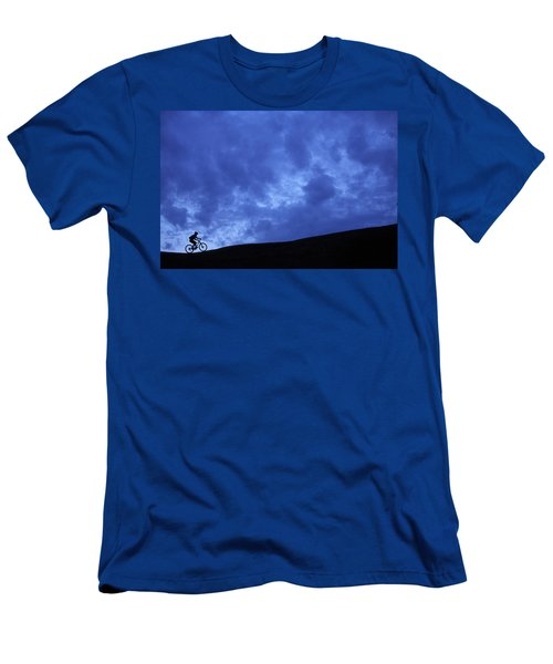 A Silhouette Of A Woman Mountain Biking Men's T-Shirt (Athletic Fit)