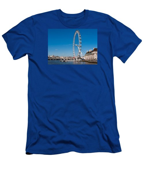A View Of The London Eye Men's T-Shirt (Athletic Fit)