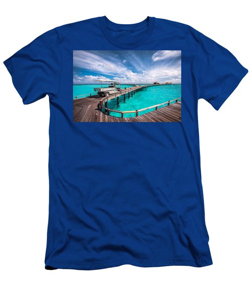 Baggy On The Jetty Over The Blue Lagoon Men's T-Shirt (Athletic Fit)