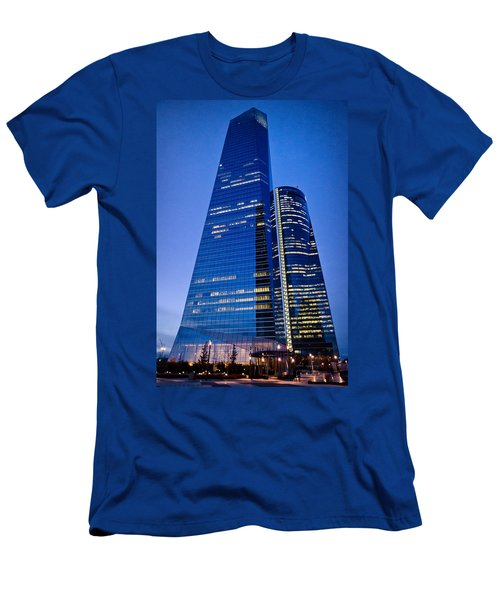 Cuatro Torres Business Area Men's T-Shirt (Athletic Fit)