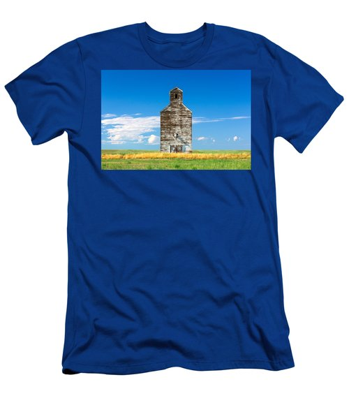 Men's T-Shirt (Athletic Fit) featuring the photograph Great Plains Sentinel by Todd Klassy