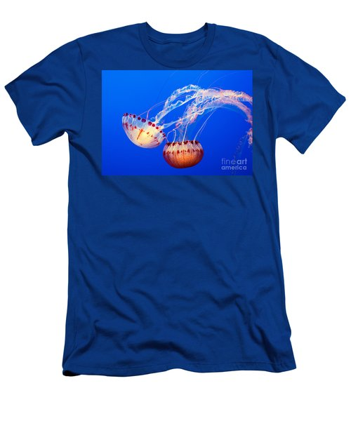 Jelly Dance - Large Jellyfish Atlantic Sea Nettle Chrysaora Quinquecirrha. Men's T-Shirt (Athletic Fit)