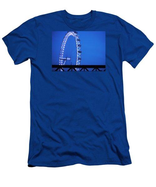 London's Eye At Dusk Men's T-Shirt (Athletic Fit)