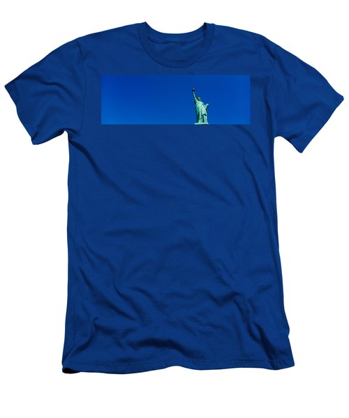 Low Angle View Of Statue Of Liberty Men's T-Shirt (Athletic Fit)