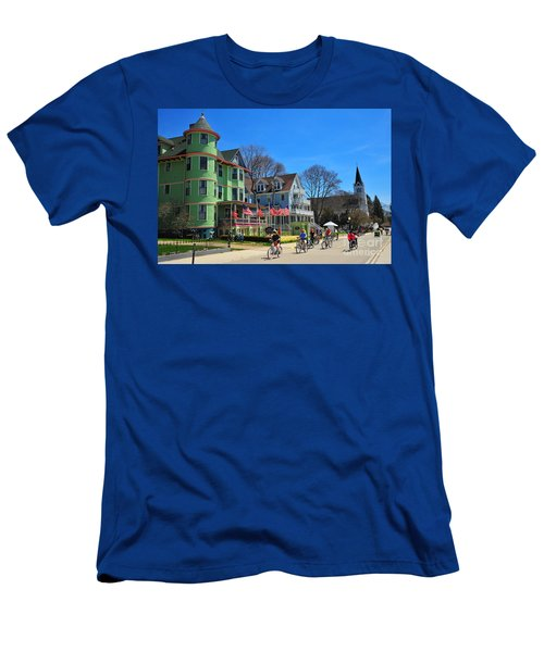 Mackinac Island Waterfront Street Men's T-Shirt (Athletic Fit)