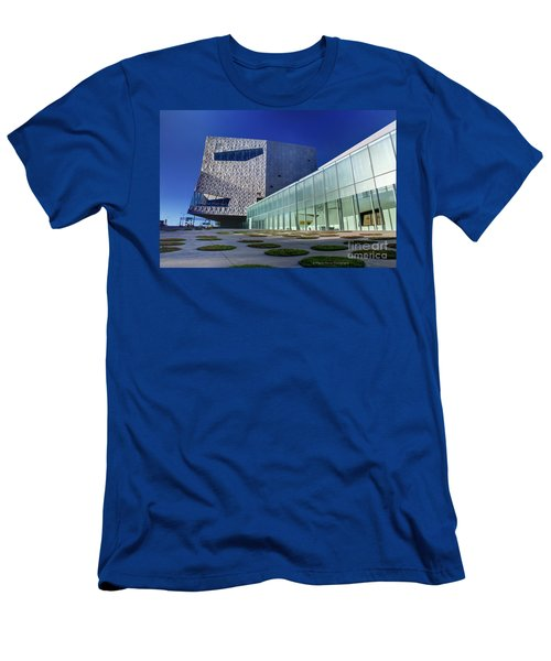 Minneapolis Skyline Photography Walker Art Museum Men's T-Shirt (Athletic Fit)