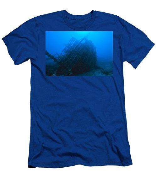 Shipwreck On Govenors River Walk Men's T-Shirt (Athletic Fit)