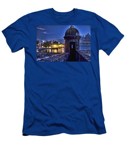Viejo San Juan En La Noche Men's T-Shirt (Athletic Fit)