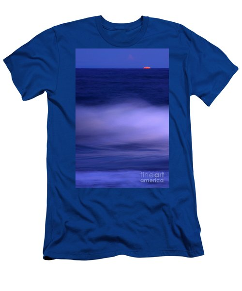 The Red Moon And The Sea Men's T-Shirt (Athletic Fit)