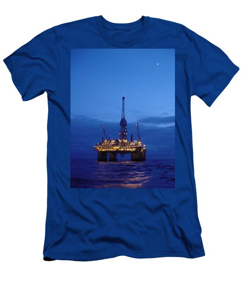 Visund In The Twilight Men's T-Shirt (Athletic Fit)