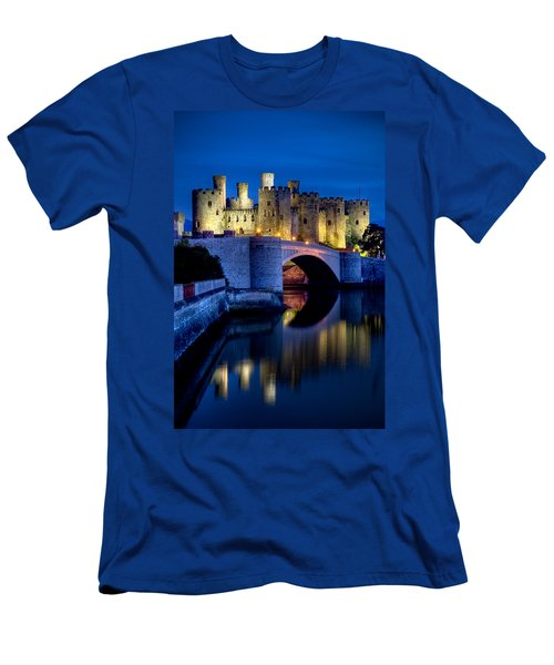 Conwy Castle Men's T-Shirt (Athletic Fit)