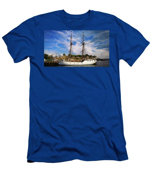 Dream On The Fjord Men's T-Shirt (Athletic Fit)