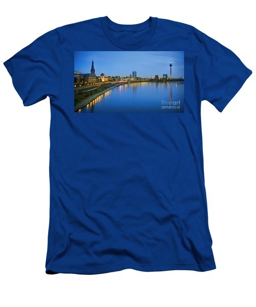 Dusseldorf Skyline  Men's T-Shirt (Athletic Fit)