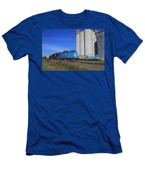 Lancaster Chester Train 14 Passes Circle S Men's T-Shirt (Athletic Fit)