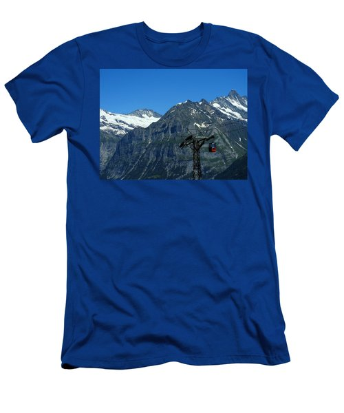 Maennlichen Gondola Calbleway, In The Background Mettenberg And Schreckhorn Men's T-Shirt (Athletic Fit)