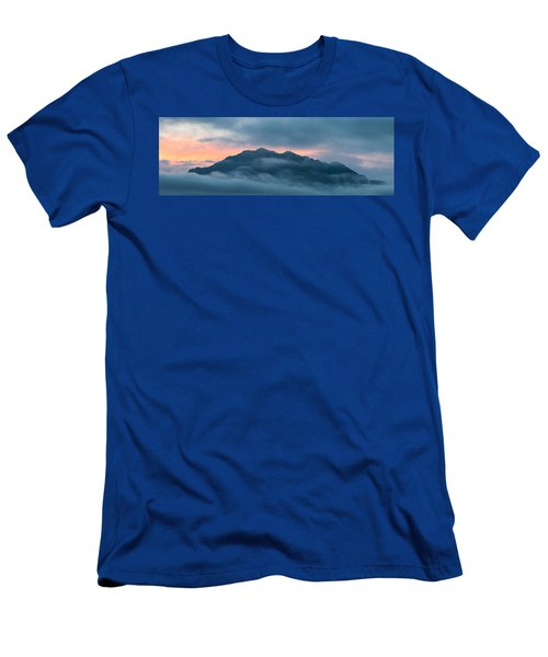 Mount Franklin Stormy Winter Sunset Pano Men's T-Shirt (Athletic Fit)