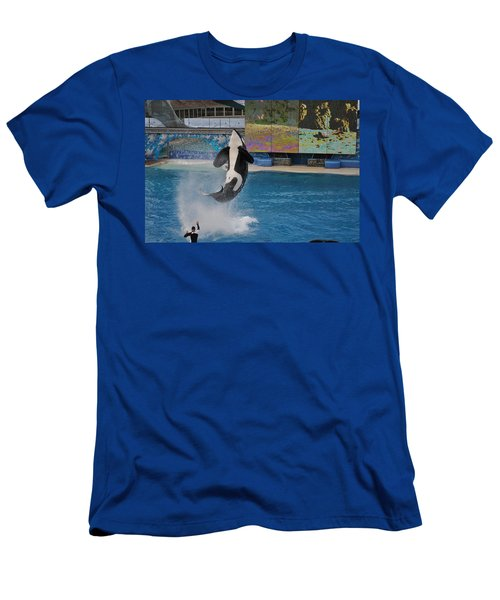 Shamu Splash Men's T-Shirt (Athletic Fit)