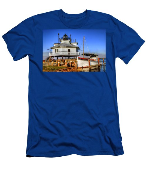 St Michaels Lighthouse Men's T-Shirt (Slim Fit) by Dave Mills