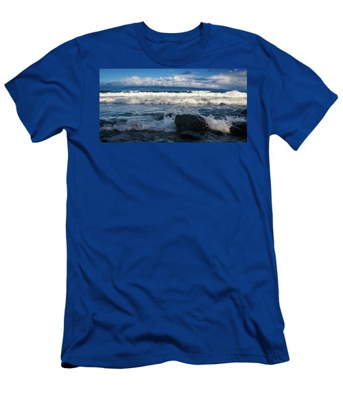 Maui Breakers Pano Men's T-Shirt (Athletic Fit)
