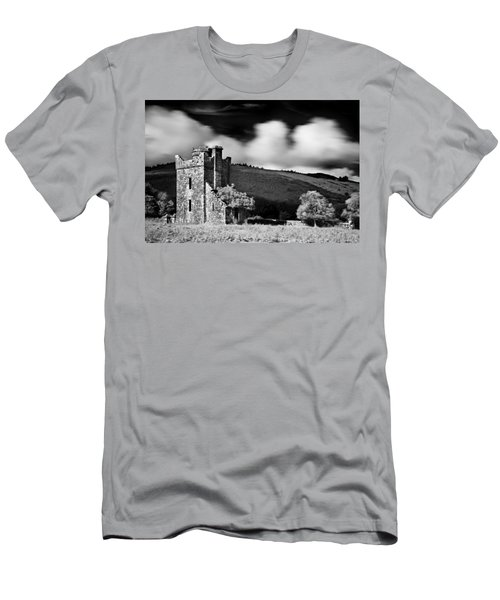 Castle Ruins / Ireland Men's T-Shirt (Athletic Fit)