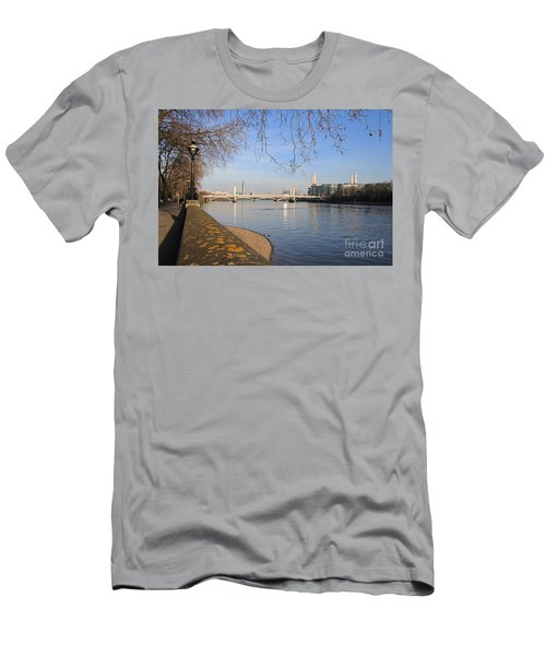 Chelsea Embankment London Uk Men's T-Shirt (Athletic Fit)