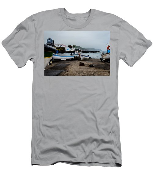 Fishing Boats On Wharf With View Of Houses  Men's T-Shirt (Athletic Fit)