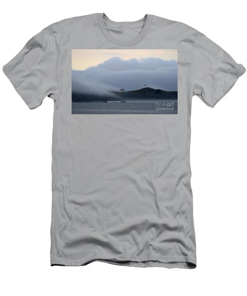 Swallowtail Lighthouse... Men's T-Shirt (Athletic Fit)