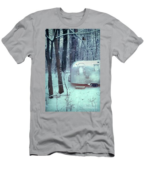 Airstream Trailer In Snowy Woods Men's T-Shirt (Athletic Fit)