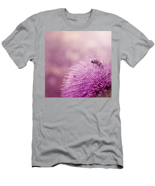 Beauty And The Bee Men's T-Shirt (Athletic Fit)