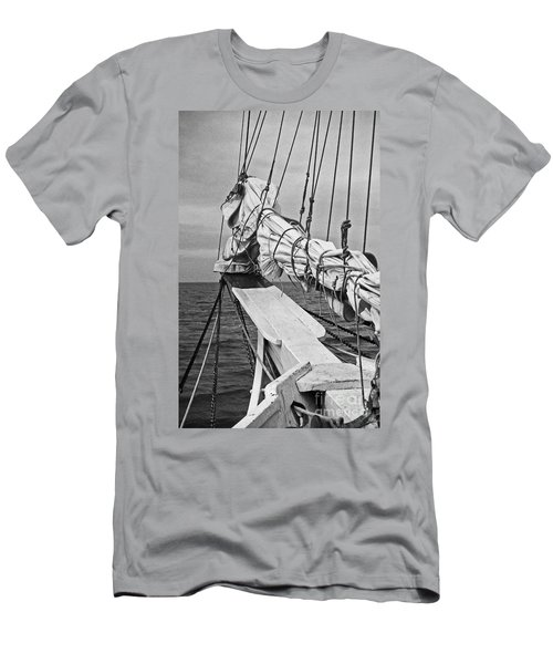 Bow Sprit In Bnw Men's T-Shirt (Athletic Fit)