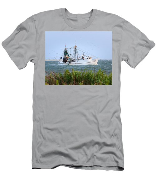Carolina Girls Shrimp Boat Men's T-Shirt (Athletic Fit)