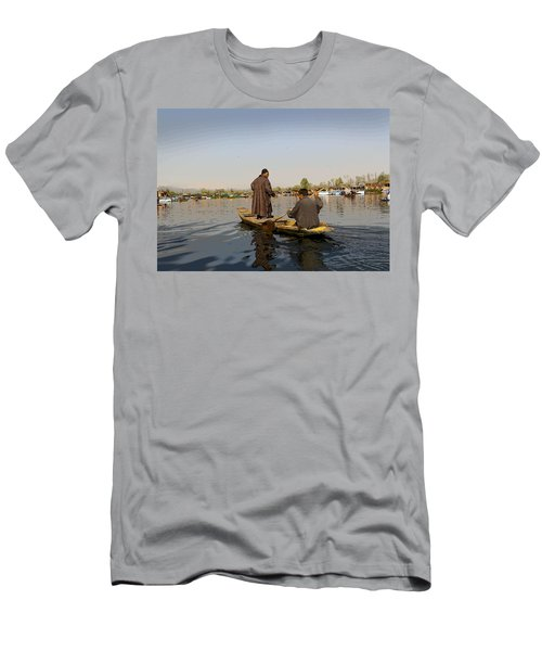 Cartoon - Kashmiri Men Plying A Wooden Boat In The Dal Lake In Srinagar Men's T-Shirt (Athletic Fit)