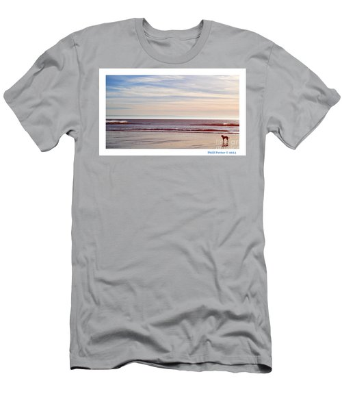 Dog On The Beach Men's T-Shirt (Athletic Fit)
