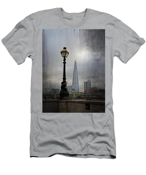 Dolphin Lamp Posts London Men's T-Shirt (Athletic Fit)